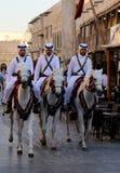 警察在Souq Waqif在多哈,卡塔尔 图库摄影
