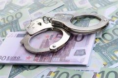 警察把在一套的谎言扣上手铐绿色金钱衡量单位o 库存图片