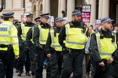 警察护送-抗议游行-伦敦 库存照片