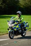 警察摩托车骑士,英国 免版税库存照片