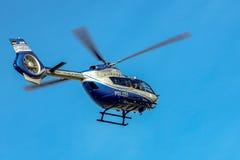 警察用直升机在使命的空中客车H-145 免版税库存图片