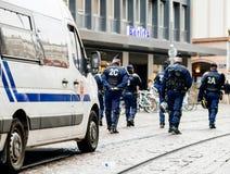 警察监视抗议在街道上的法国 图库摄影