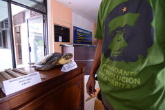 警察被没收的野生生物和生物多样性被换 免版税库存图片