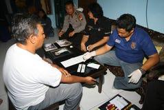 警察采取了血样 库存图片