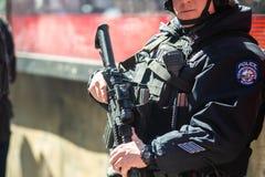 警察防御武器枪保护街道服务 免版税库存照片