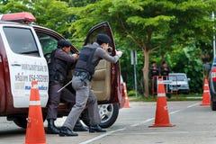 警察,警察开枪,警察训练武器、军事和安全 免版税库存照片
