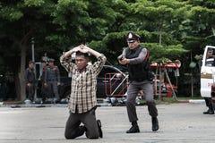 警察,警察开枪,警察训练武器、军事和安全 库存图片