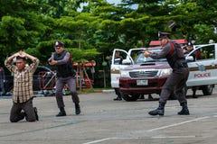 警察,警察开枪,警察训练武器、军事和安全 免版税图库摄影