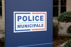 警察municipale在当地警察的法国市政警察标志意味在城市市长下当局在法国 免版税库存照片