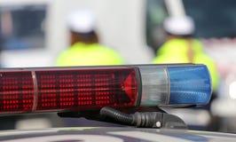 警报器在路障期间的警车 免版税库存照片