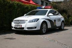 警车在农村中国的街道上停放了 库存图片