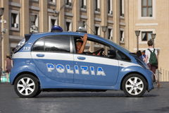 警车在罗马(梵蒂冈)的中心 库存图片