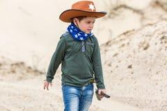 警长帽子的男孩 免版税库存图片