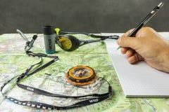 计划与旅游地图和指南针的一次旅行 免版税库存照片