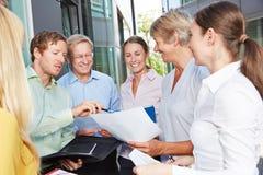 计划和合作在企业队会议期间 免版税库存照片