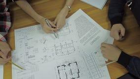 计划在一个新的项目的小组建筑师与 影视素材