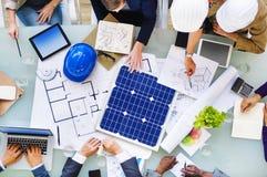 计划对一个新的项目的工程师和建筑师 免版税库存图片