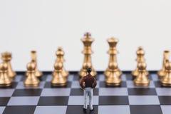 计划成功的商业领袖概念主导的战略  微型人民小形象单独站立的商人 免版税图库摄影