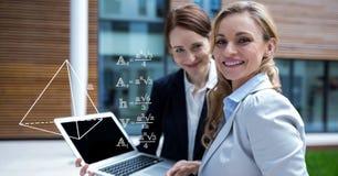 计划战略的女实业家的数字式综合图象在膝上型计算机 库存图片