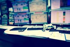 计划控制室和计算机显示器为经营并且监测 免版税图库摄影