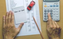计划新的汽车贷款费用的人 免版税库存照片