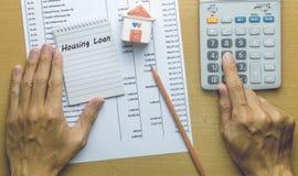 计划月度住房贷款的人 库存照片