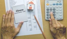 计划月度议院建筑贷款的人 免版税库存图片