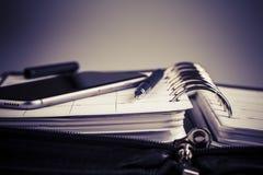计划概念-日历,手机,笔 免版税图库摄影