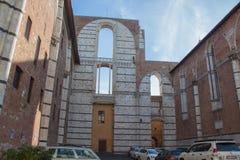 计划的中央寺院nuovo或Facciatone的残缺不全的门面 锡耶纳 8 370 1000 1600 1947 2010 a6gcs appx出席有历史的意大利意大利km maserati可以miglia在种族集会移动的托斯卡纳多种意志的英里mille的汽 库存图片