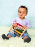 计数与算盘的婴孩 免版税库存图片
