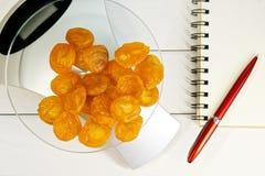 计数卡路里、蛋白质、油脂和碳水化合物在食物 库存图片