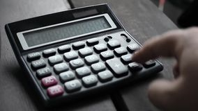 计数在计算器 手指按按钮计算器 股票录像