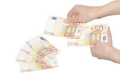 计数欧洲钞票的妇女的手 免版税库存照片