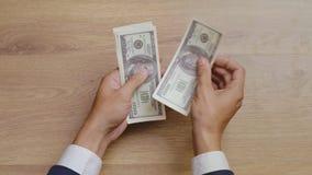 计数金钱和给贿款的男性手顶视图  影视素材