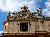 计时在圣伯多禄的大教堂,罗马上面  免版税库存图片