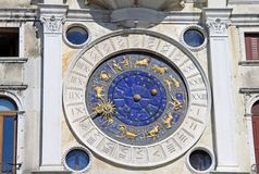 计时在圣马克` s Clocktower在威尼斯,意大利 免版税库存图片
