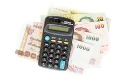 计算器和泰国钞票在白色背景 库存照片