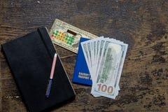 计算器和笔记薄护照笔美元 免版税库存照片