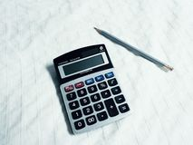 计算器和铅笔 免版税库存图片
