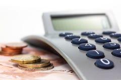 计算器和货币 免版税库存照片