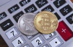 计算器和bitcoin 免版税库存照片