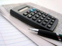 计算器报纸笔 免版税图库摄影