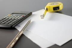 计算器评定米铅笔磁带 免版税库存图片