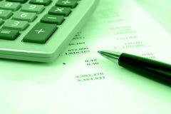 计算器财务报表 免版税库存图片