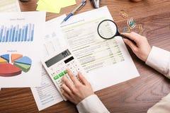 计算在办公桌上 免版税库存图片