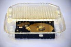 计算机光盘到透明塑胶容器里 免版税库存照片