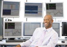 计算机前纵向股票交易商 库存图片