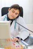 计算机医疗电话告诉的工作 库存照片