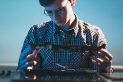 计算机升级技术怪杰工程师膝上型计算机 库存图片