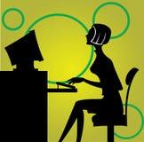 计算机坐的妇女 图库摄影